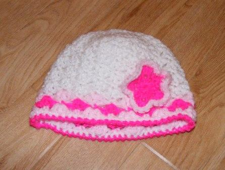 baby girl's hat with pink flower (6-12months)